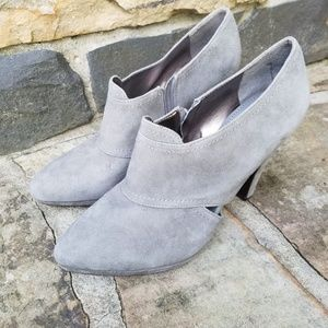 Banana Republic NWOB Gray Suede Calico Booties 10B